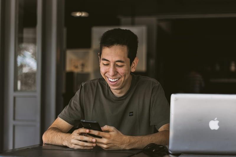 Dentist sending text message